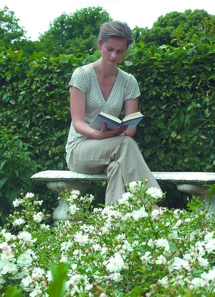 Frau im Magdalenengarten