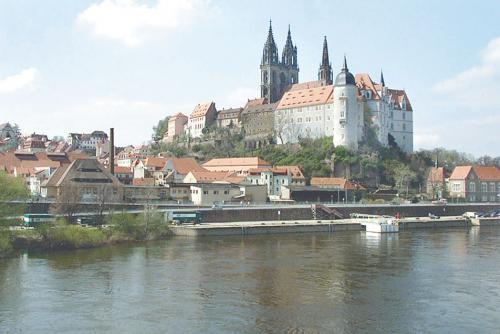 Der Burgberg an der Elbe